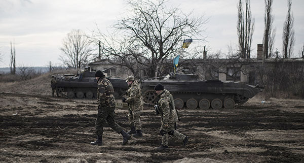 Волонтер: Порошенко лжет о потерях в Дебальцево. армия бои танки донбасс