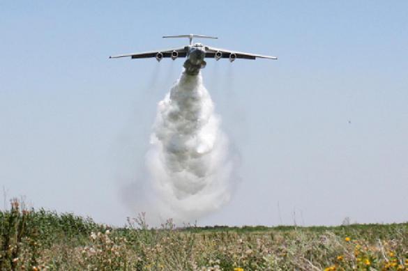 Видео: самолет МЧС случайно вылил 40 тонн воды на гаишников. 388047.jpeg