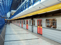 Мать с двумя детьми бросилась под поезд