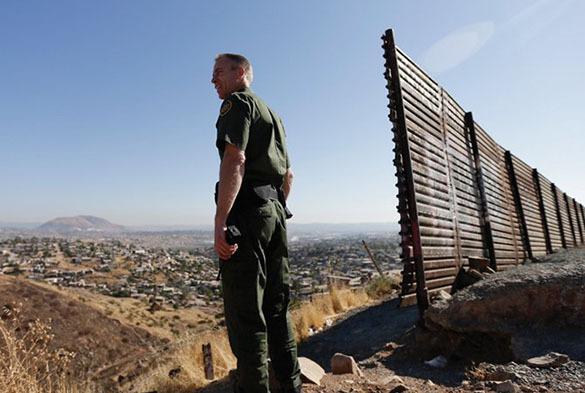 В США четыре компании будут строить прототип стены с Мексикой. В США четыре компании будут строить прототип стены с Мексикой