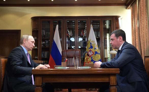 Президент России вручил зеленую папку  врио губернатора Ярославской. 375054.jpeg