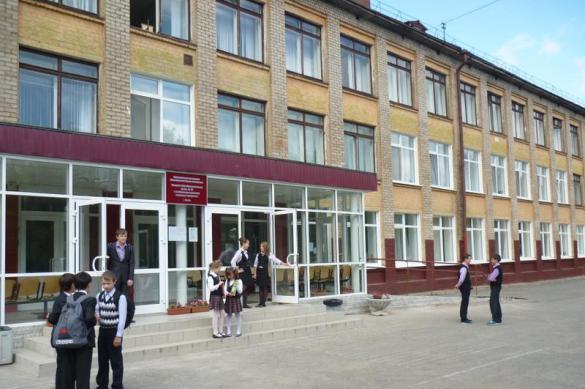 СМИ: провинциальная учительница расцарапала школьника за котлету.