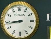 Каждый четвертый житель РФ регулярно опаздывает на работу. clock