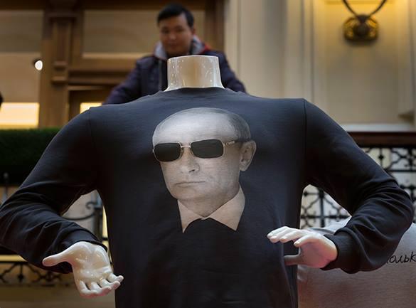 Певица M.I.A опубликовала селфи в футболке с Путиным. футболка с Путиным
