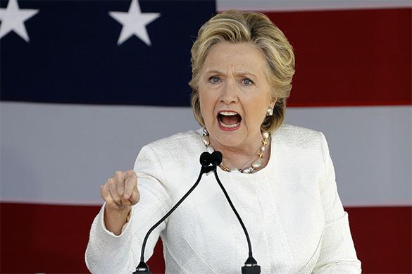 Проклятие ведьмы: Клинтон продолжает валить флаги США