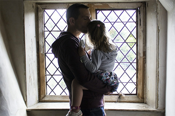 Ученые доказали: отцы больше любят дочерей, чем сыновей