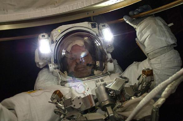 Космонавты изучат дырку во время выхода в космос.. 392066.jpeg