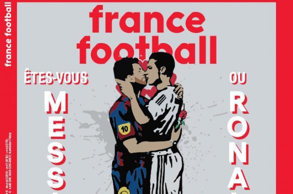 Обложка France Football с поцелуем Месси и Роналду вызвала скандал в Европе. 403070.jpeg
