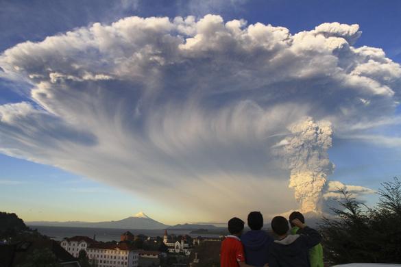 Власти Чили эвакуировали больше тысячи человек из-за извержения вулкана. В Чили началось извержение вулкана