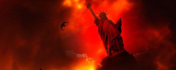 Статуя Свободы и красный закат