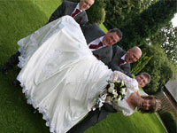 Молодожены выиграли суд у фотографа, который испортил им свадьбу
