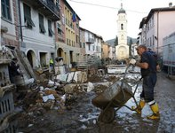 Наводнение в Италии: вода ушла, грязь осталась. 248077.jpeg
