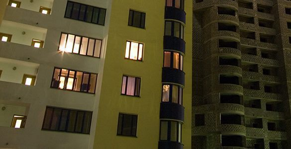 И треснул дом напополам: Жители десятиэтажки в ужасе