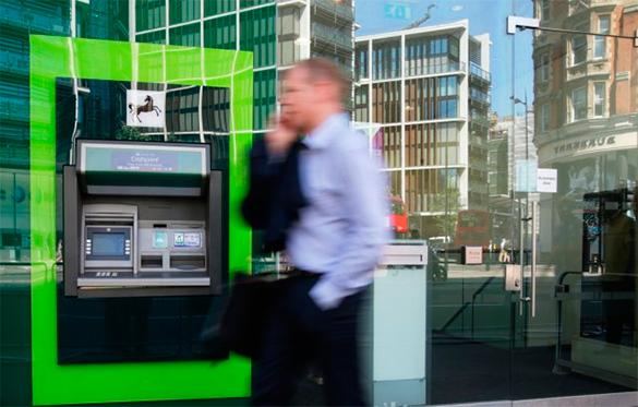 Китайская экономика слишком закрыта, чтобы система CIPS угрожала американской SWIFT - эксперт. банкомат