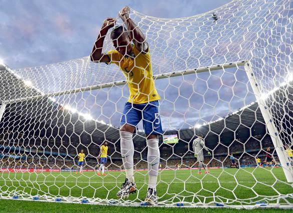 Бразильским футболистам запретили носить серьги, бейсболки и шлепанцы.