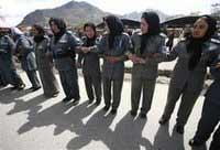 Протестующих афганских женщин забросали камнями