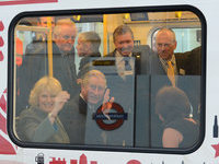 Принц Чарльз с супругой поразили пассажиров метро в Лондоне. 280083.jpeg