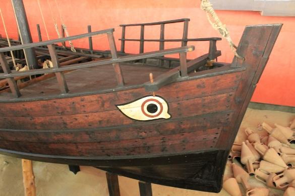 Кипр: Морской музей из Святого леса. Корабль должен видеть, куда он плывет