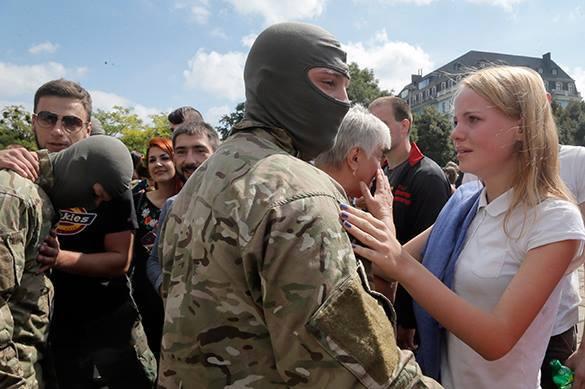 Порошенко хочет запретить ношение балаклав. украинский военный в балаклаве