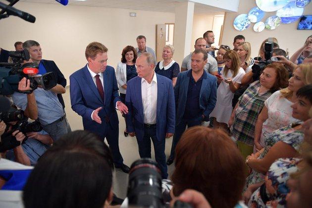 Владимир Путин посетил в Севастополе школу, заповедник, фестиваль и байк-клуб. Владимир Путин посетил в Севастополе школу, заповедник, фестивал
