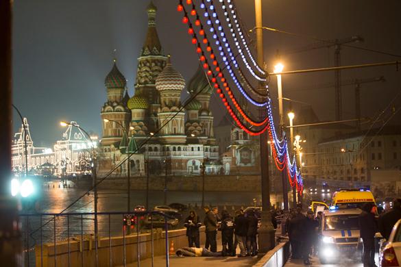 Убийство Бориса Немцова: почему так много версий?. На месте убийства Бориса Немцова