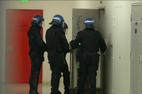 Французский спецназ убил подругу террориста на свидании в тюрьме.