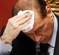 Берлускони лишили статуса