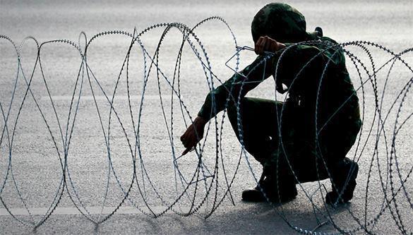 Украина установит на границе с Крымом заграждения