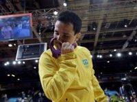 Олимпийский призер сломал медаль и попросил новую. 267093.jpeg
