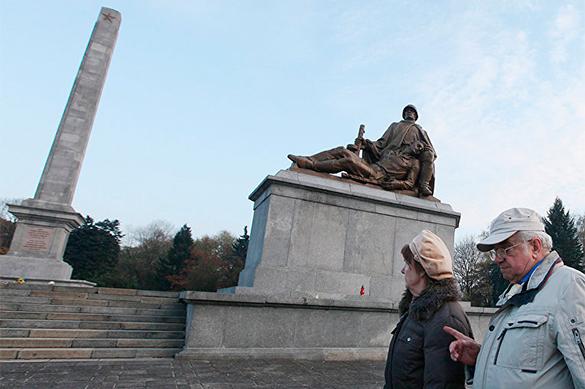 Польша обещает снести пятьсот советских памятников