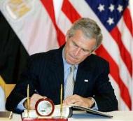 Джордж Буш взялся за мемуары