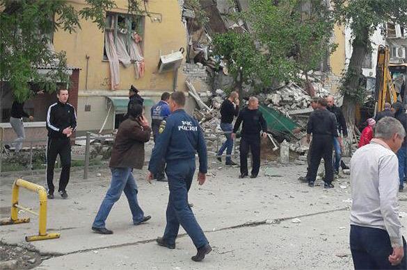 ВВолгограде жильцов разрушенного дома разместили вгостинице ишколе