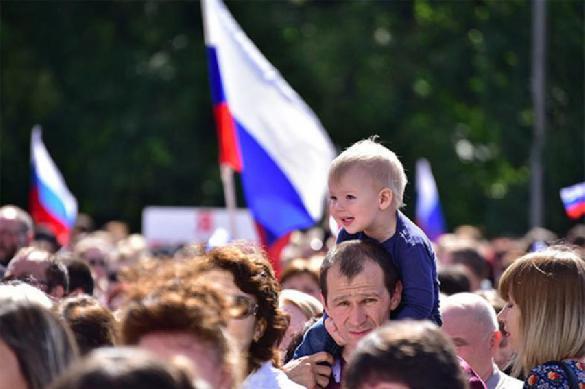 Соцопрос: россияне одинаково плохо относятся к украинцам и американцам. 401098.jpeg