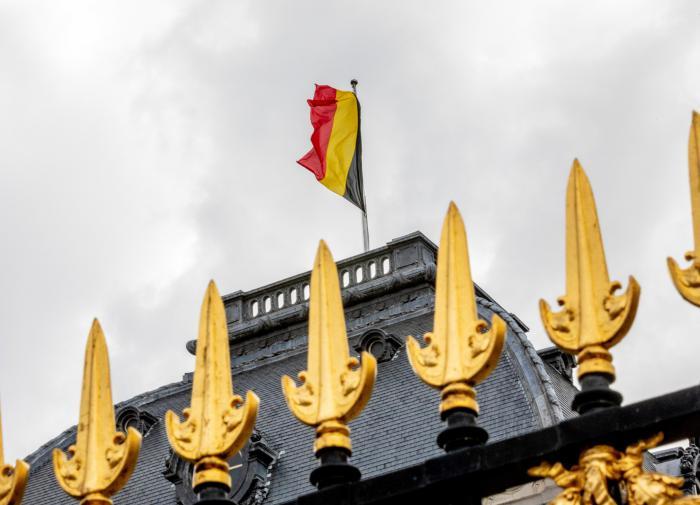 Принц Уильям извинился за наряд своей бабушки