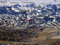 Для восхождения на Эверест альпинистам понадобится гид. 267102.jpeg