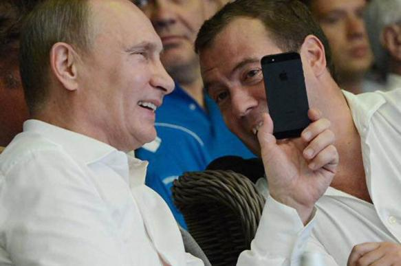 У Владимира Путина нет мобильного телефона, онполучает информацию подругому - Песков