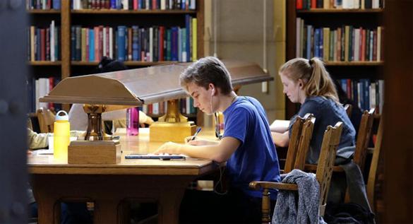 Библиотеки балансируют между вчера и сегодня