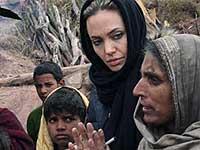 Анджелина Джоли пообщалась с иракскими беженцами