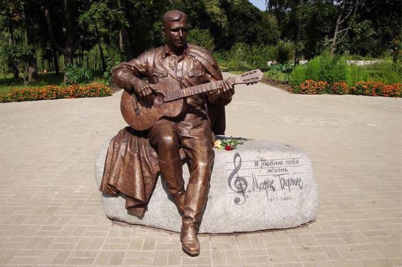 Памятник Марку Бернесу украли в Черниговской области