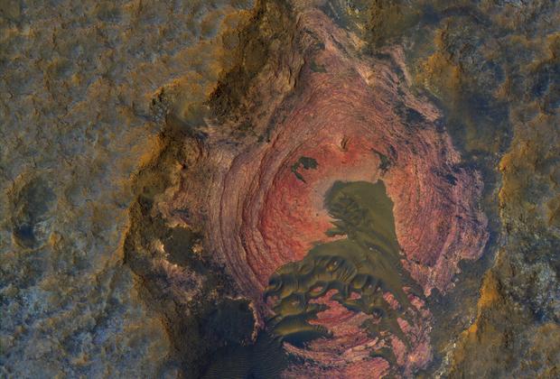 Уникальный снимок поверхности красной планеты появился в Сети