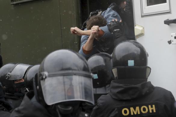 США озаботились арестами людей на мирной демонстрации в Минске