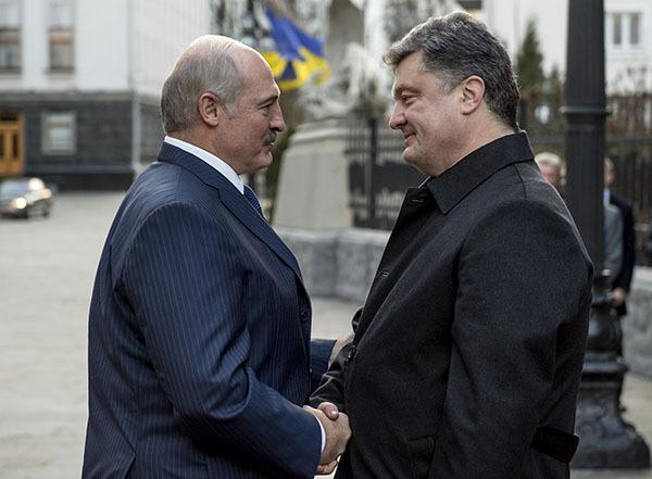 Лукошенко с Порошеко договорились об общем  телеканале. 307109.jpeg