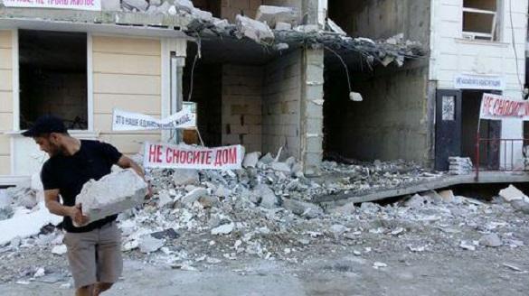 Дольщики незаконно построенных жилых комплексов в Сочи просят не сносить их дома. 397109.jpeg