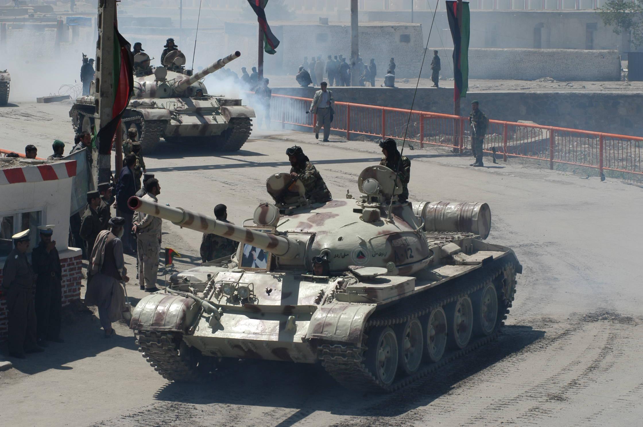 Российские танкисты потушили полыхающую газовую скважину.