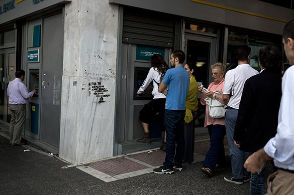 В четверг, 18 июня, греки сняли со своих банковских счетов около миллиарда евро. 322116.jpeg