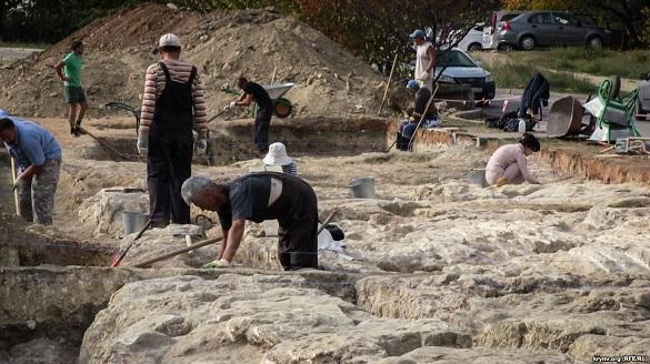 Фрагменты стен первых жилых домов Севастополя обнаружены археологами. 399116.jpeg