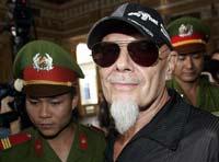 Гарри Глиттер провел в тюрьме Вьетнама 27 месяцев