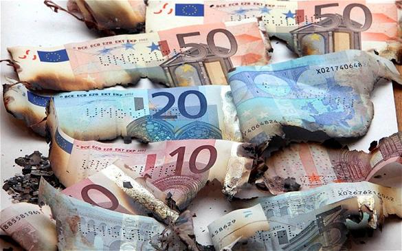 Евросоюз бросает деньги в киевскую топку. вросоюз бросает деньги в киевскую топку