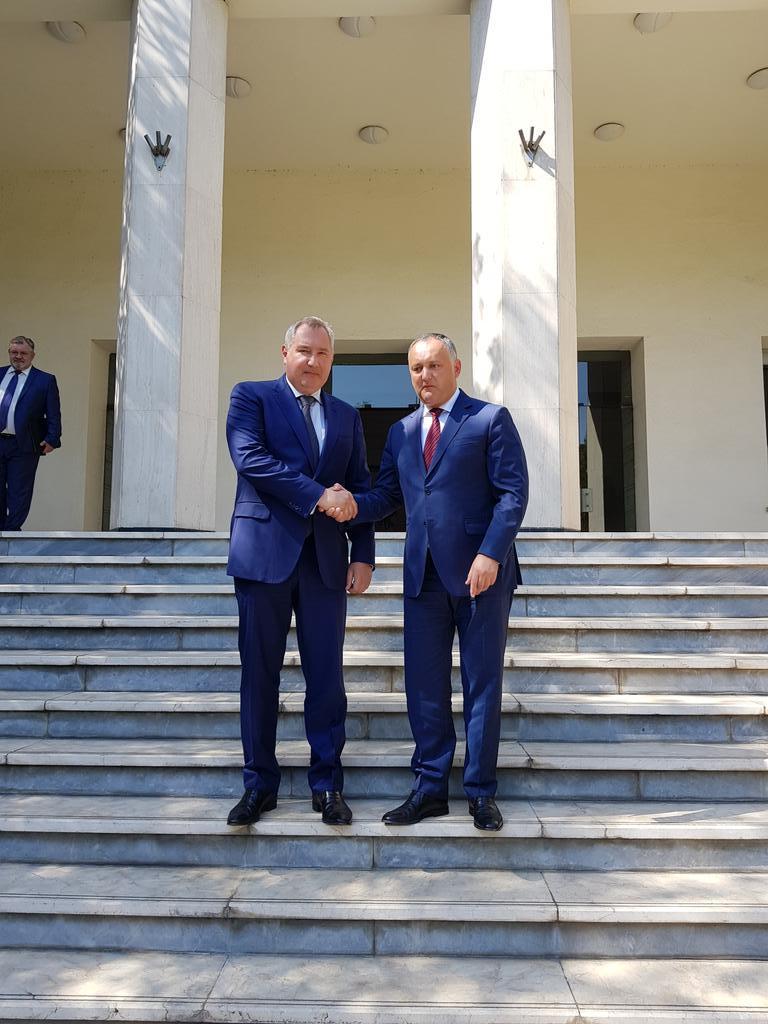 Рогозин встретился с Додоном в Тегеране. Рогозин встретился с Додоном в Тегеране
