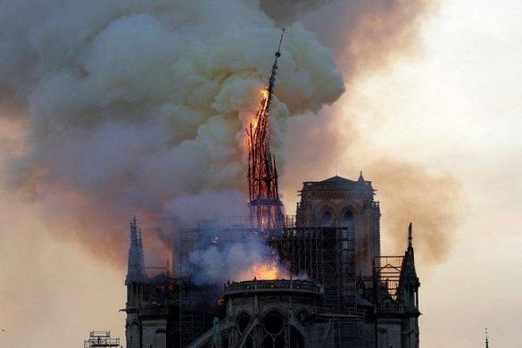 Собор Парижской Богоматери в огне. 403120.jpeg